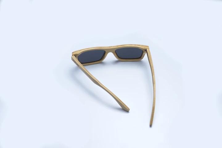 竹で作られたサングラス
